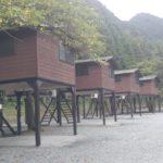 【画像】神之川キャンプ場の高床式バンガローに泊まってみた!川遊びも充実!